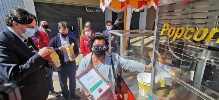 Emprendedora ariqueña tiene listo su nuevo carro de palomitas para la post pandemia